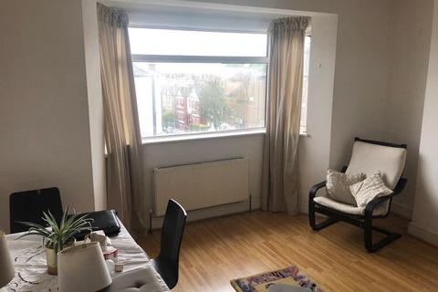 2 bedroom flat to rent - Vale court , First Avenue , London  W3