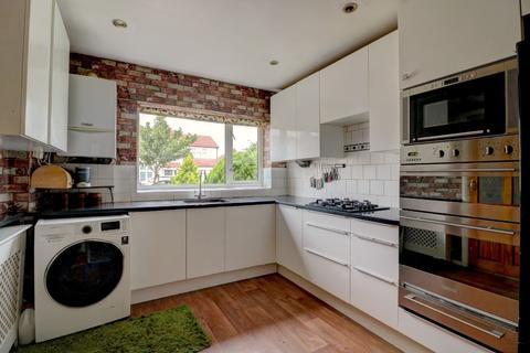 5 bedroom semi-detached house to rent - Birch Road, Romford