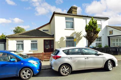 2 bedroom semi-detached house - Plantation Road, Faversham, Kent