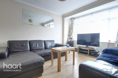 4 bedroom terraced house for sale - Macdonald Avenue, HORNCHURCH