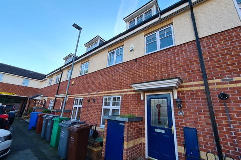 3 bedroom terraced house to rent - Croasdale Avenue, Manchester, M14