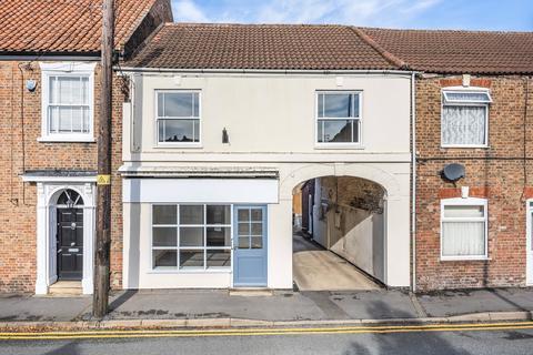 2 bedroom flat for sale - Market Place, Donington, PE11
