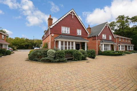 4 bedroom detached house for sale - Fivens Place, Horsham