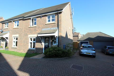 4 bedroom semi-detached house for sale - Water Mead, Chipstead