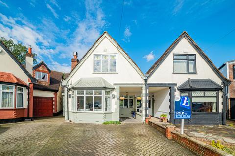 5 bedroom semi-detached house - Allenby Drive, Hornchurch