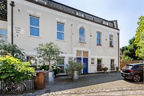 2 bedroom terraced house to rent - Grosvenor Park, London SE5