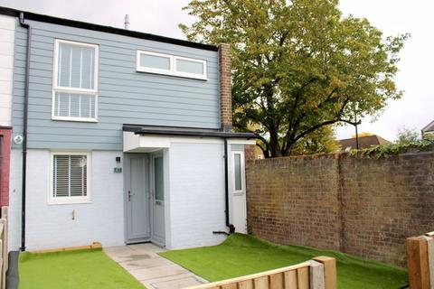 3 bedroom semi-detached house to rent - Engleheart Drive, Bedfont