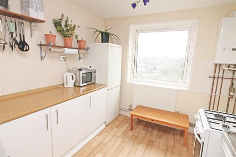 2 bedroom flat to rent - Mellish Court, Bletchley, Milton Keynes