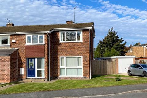 3 bedroom semi-detached house - Leconfield Road, Loughborough, LE11
