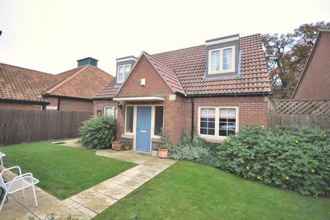 3 bedroom detached house for sale - Lime Close, Long Bennington