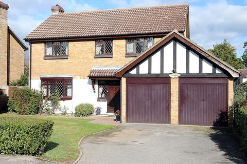 4 bedroom detached house for sale - Hazel Road, Purley On Thames