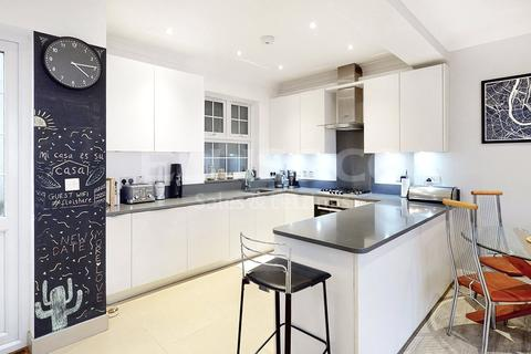 3 bedroom apartment for sale - Ashbourne Avenue, London, NW11