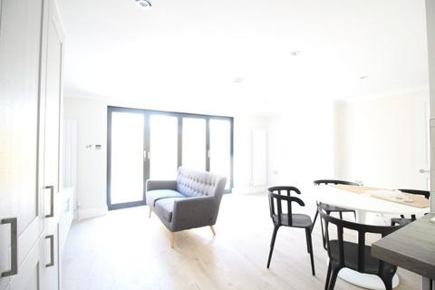 3 bedroom flat to rent - Gilbey Road