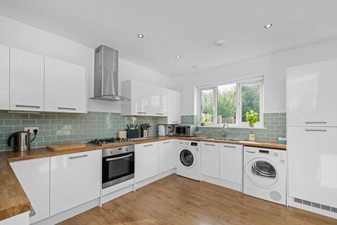 4 bedroom house - Rayford Avenue London SE12