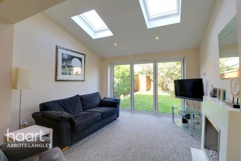 2 bedroom semi-detached house - Margaret Close, Abbots Langley