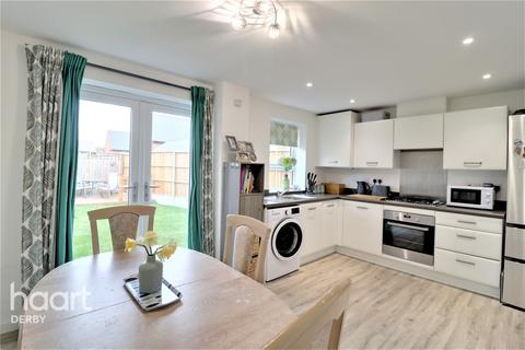 3 bedroom semi-detached house - Compton Way Littleover, Derby