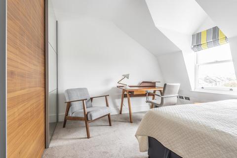 3 bedroom flat - Norwood Road, Herne Hill