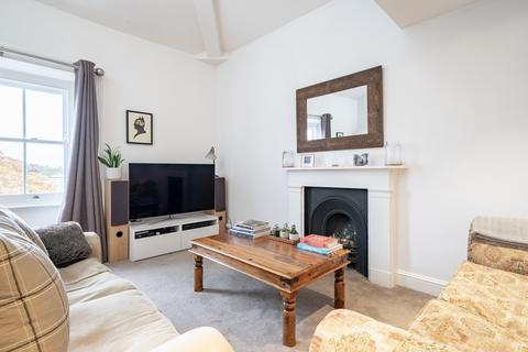 2 bedroom apartment - Wolfdene House, Weir Road, London, SW12