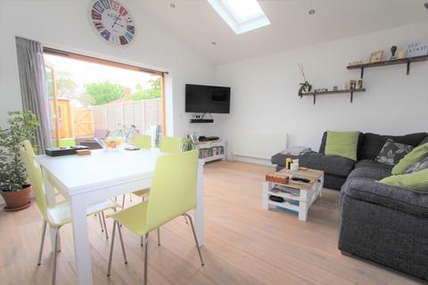 2 bedroom flat to rent - Balmoral Drive, Borehamwood, WD6