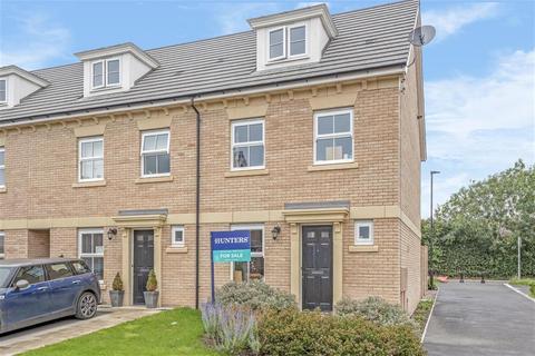 4 bedroom semi-detached house to rent - Farro Drive, York, YO30 6QR