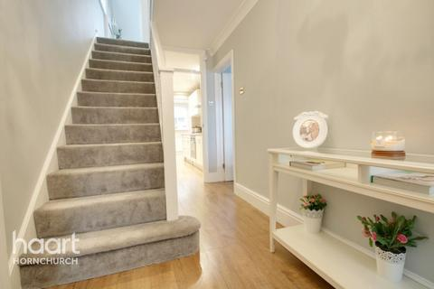 3 bedroom semi-detached house for sale - Wiltshire Avenue, Hornchurch