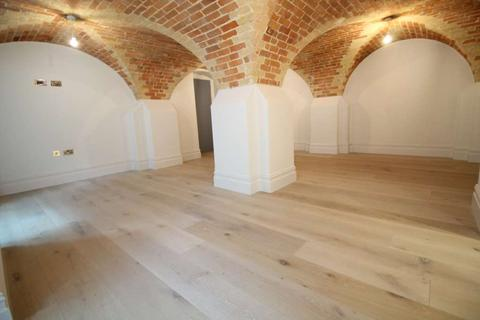 3 bedroom apartment for sale - Magistrates House, Brentford