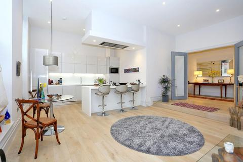 3 bedroom apartment for sale - Magistrates House, Brentford, TW8