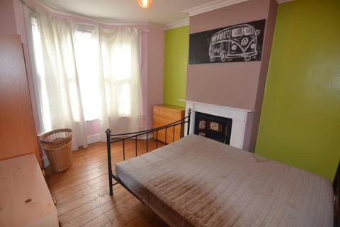 4 bedroom terraced house - Matcham Road, Leytonstone