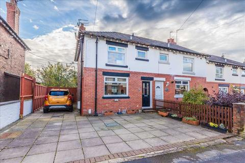 2 bedroom end of terrace house for sale - Fir Grove, Macclesfield