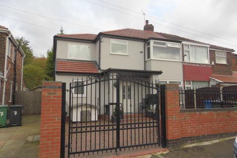 4 bedroom semi-detached house for sale - Windsor Crescent, Prestwich, M25