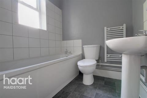 1 bedroom flat to rent - London Road, ME16