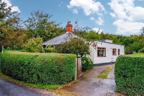 3 bedroom detached bungalow for sale - School Lane, Hopwas