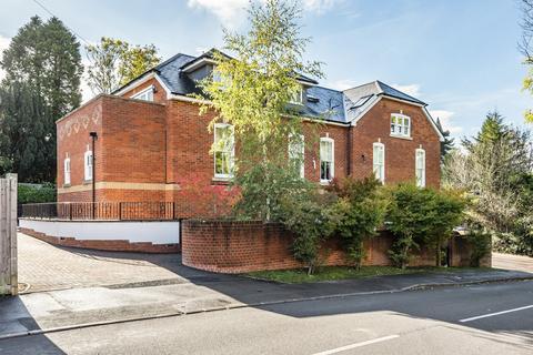2 bedroom apartment for sale - School Hill, Wrecclesham