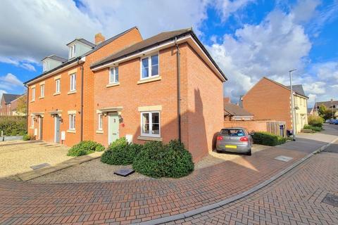 3 bedroom terraced house for sale - Skylark Road, Melksham