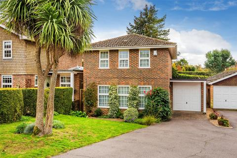 4 bedroom detached house for sale - Bromford Close, Oxted, RH8