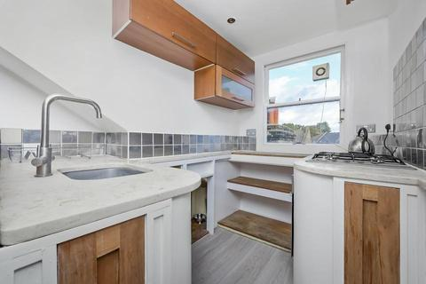 3 bedroom flat to rent - Heyford Avenue, London SW8