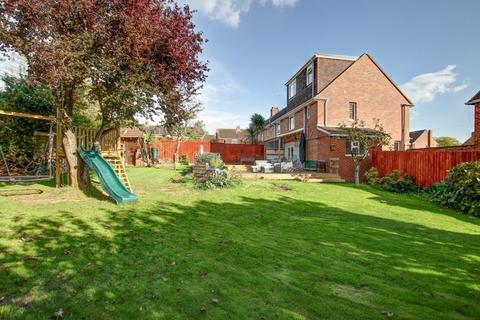 4 bedroom semi-detached house for sale - Thackeray Road, Exeter