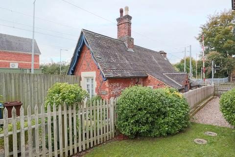 2 bedroom cottage for sale - Uttoxeter Road, Stone