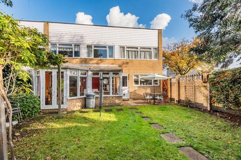 3 bedroom semi-detached house for sale - Thamesmead, Walton-On-Thames