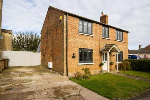4 bedroom detached house for sale - Upper Street, Tingewick