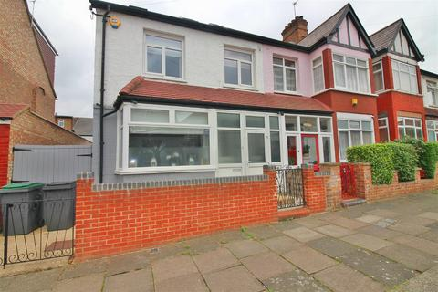 4 bedroom end of terrace house for sale - Forfar Road, London