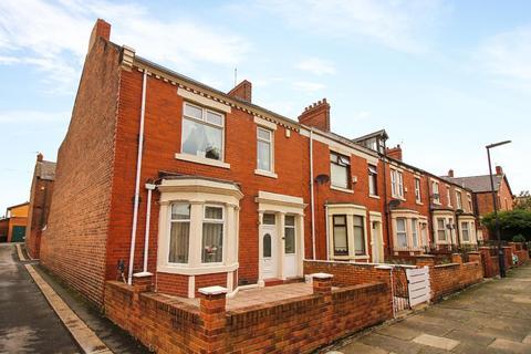 3 bedroom end of terrace house for sale - Byron Avenue, Wallsend