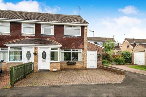 4 bedroom semi-detached house to rent - Wraysbury Court, Kingston Park, Newcastle upon Tyne, Tyne and Wear, NE3 2XW