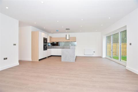3 bedroom detached bungalow for sale - Woodside, Wigmore, Gillingham, Kent