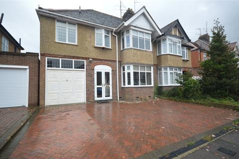 5 bedroom semi-detached house for sale - Wychwood Avenue, Luton, Bedfordshire, LU2