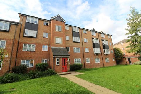 2 bedroom apartment - Fisher Close, Enfield, EN3