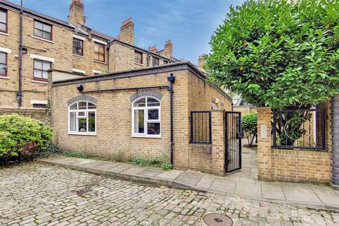 2 bedroom bungalow for sale - Adelina Grove, London, E1