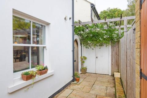 1 bedroom semi-detached house - Woodside Cottages , N2