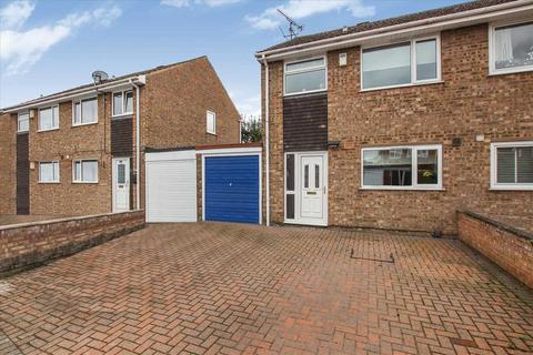 3 bedroom semi-detached house for sale - Snowdon Close, Lincoln