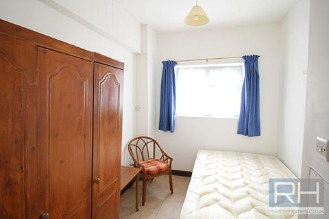Studio to rent - East End Road, London